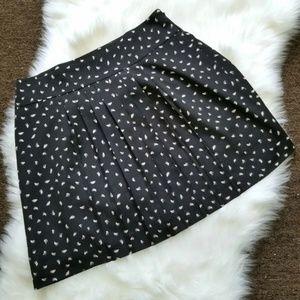 LOFT Black Pleated Patterned Skirt Size 4